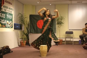 Laila performing with S.D. Burman's Tak Dum Tak Dum Bajey Bangladesher Dhol